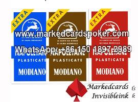 Modiano Napoletane jugando a las cartas