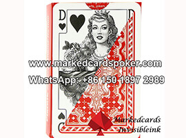 Piatnik economia rojo marcado jugando a las cartas