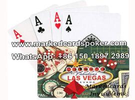Vegas plastico luminoso marcado jugando a las cartas